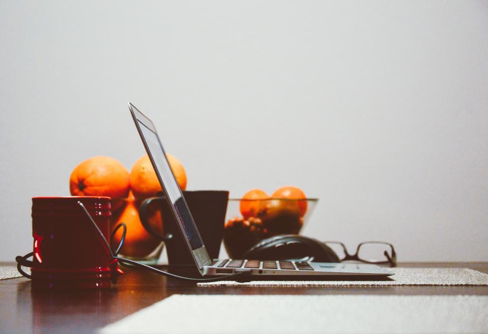 laptop-oranges